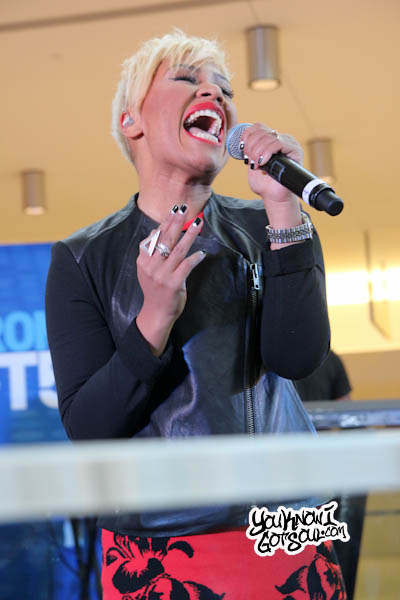 Emeli Sande JFK Jet Blue Live from T5 2013-2