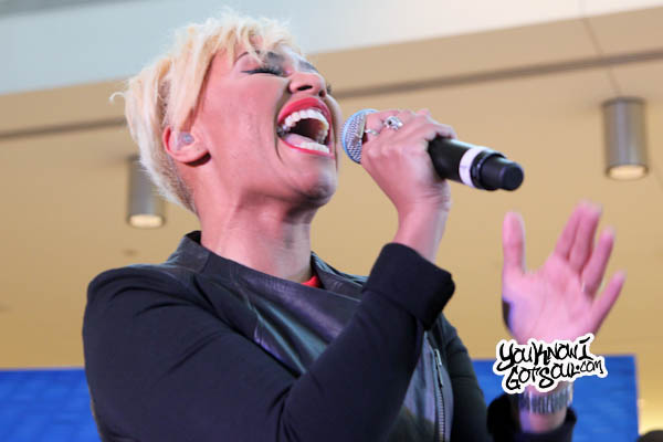 Emeli Sande JFK Jet Blue Live from T5 2013-3