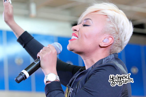 Emeli Sande JFK Jet Blue Live from T5 2013-6