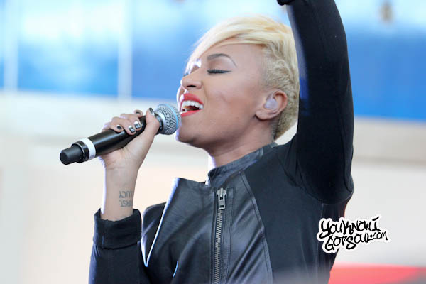 Emeli Sande JFK Jet Blue Live from T5 2013-7