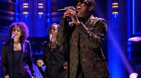 """Charlie Wilson Performs """"Touched by an Angel"""" on The Tonight Show"""