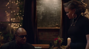"""Stevie Wonder & Andra Day Perform """"Someday at Christmas"""" in Apple Music Commercial"""