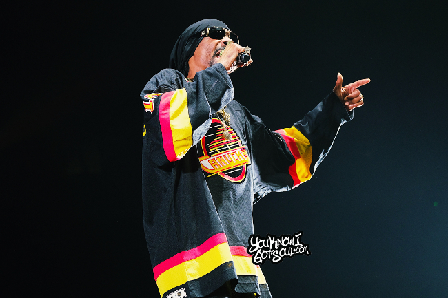 """Snoop Dogg Performs on """"Puff Puff Pass Tour"""" at Rogers Arena In Vancouver (Recap & Photos)"""
