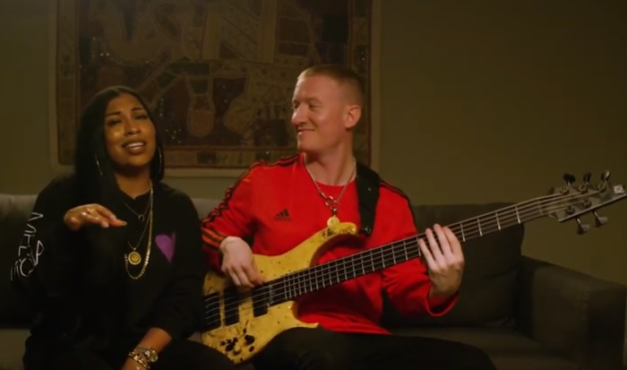 "Melanie Fiona Performs ""Natural"" Live as Part of Brady Watt's ""Bass & Bars"" Series"